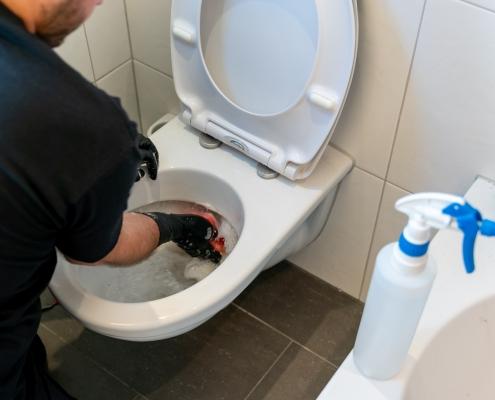 Toilet schoonmaken met Non Cal Gel Fresh van Mega Cleaning